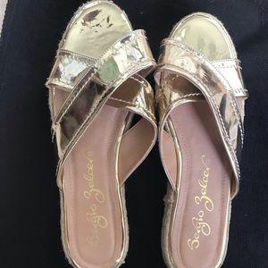 Sergio Zelcer Gold Metalic sandals. Size 10